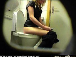 блондинка любительские молодой киска попа туалет скрытая камера вуайерист шпион 4 Msn кулачковый секс утра