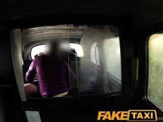 Faketaxi парень трахает блондинку мамаша с большими сиськами в его кабине
