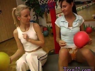 Cindy и янтарный опустошает друг друга в тренажерном зале