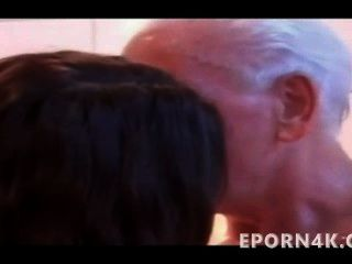 дедушка трахает маленький молодой брюнетка шоу