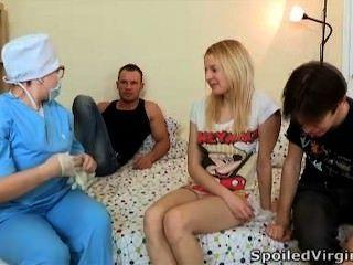 испорченные дев - блондинка, красивые и готовы потерять свою девственность!