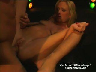 сексуальная блондинка чертовски нежно в ее мудак
