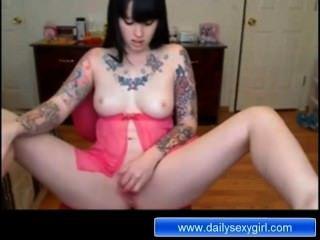 азиатская красотка мастурбации в передней части веб-камеры