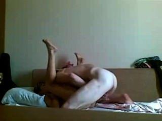 любительский секс у себя дома на диване
