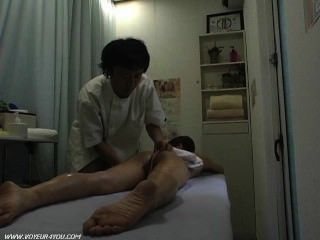 Масляные груди массаж