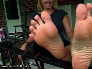 вонючий белая девушка ноги